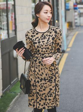 偏置豹纹连衣裙