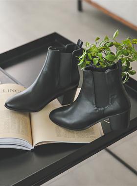 简单黑松紧带切尔西靴