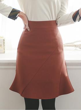 聚集皱褶斜切口裙子