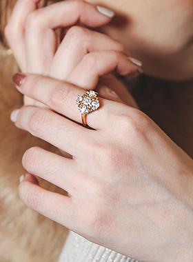 一品红立方体戒指