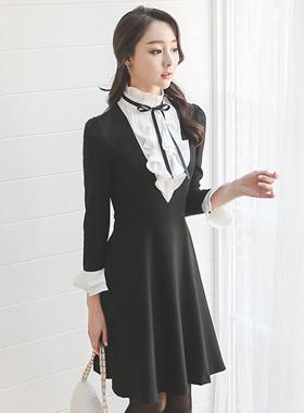 Ohpelriah颈部皱褶荷叶边黑连衣裙