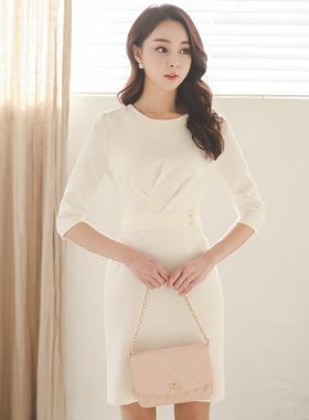 剪掐双珍珠腰带连衣裙