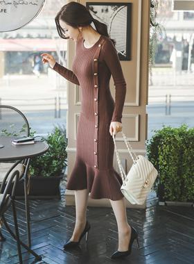 金色纽扣美人鱼长款针织衫连衣裙