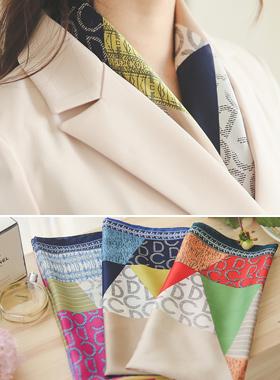 奢华裙搭配花纹围巾
