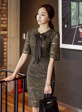 蝴蝶结装饰蕾丝连衣裙