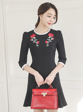 浪漫玫瑰绣褶边连衣裙