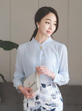 重叠金色纽扣女衬衫