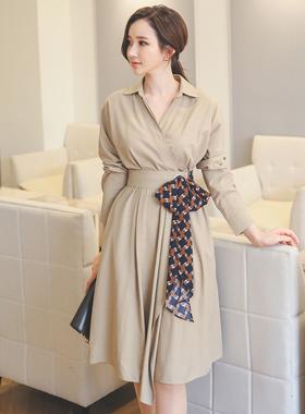 围巾蝴蝶结腰带连衣裙(长袖)