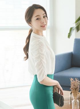 褶饰袖卷女衬衫