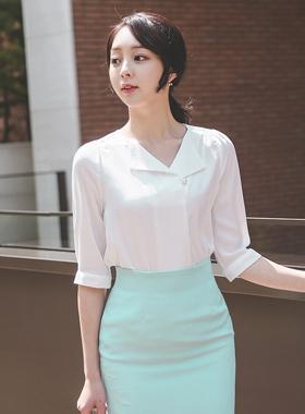 领珍珠按钮折叠女衬衫