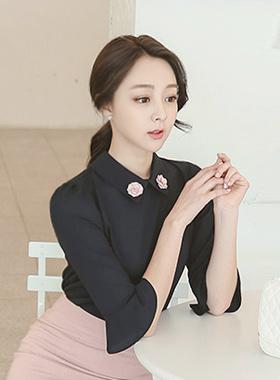 粉色玫瑰胸花女衬衫