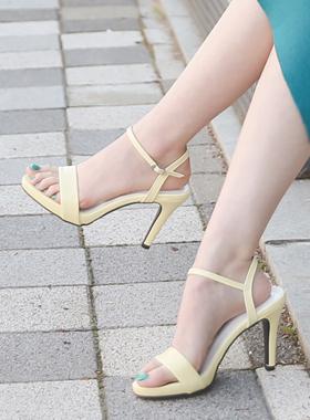 新鲜简单皮条/束带跟凉鞋