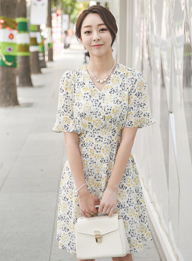 Angaekkot V字领波浪群/喇叭裙连衣裙