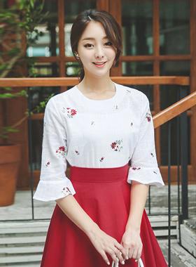 滩鲜红的绣花亚麻棉女衬衫