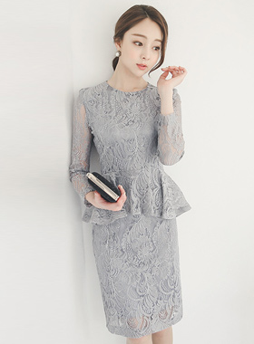 优雅蕾丝梅花页连衣裙