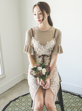 荷叶边袖子长款T恤和蕾丝连衣裙SET
