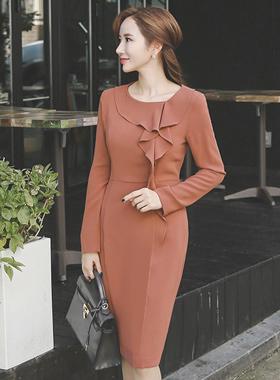 层叠的荷叶边^ h线条连衣裙