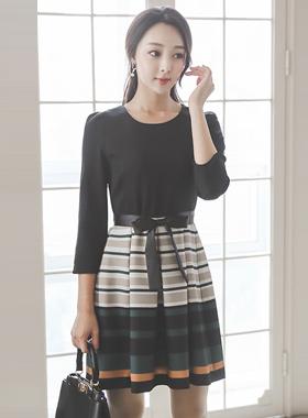 古色古香的配色腰带波浪群/喇叭裙连衣裙
