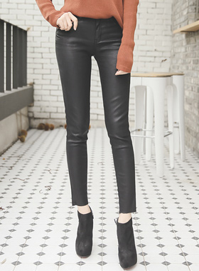 别致黑覆盖紧身裤