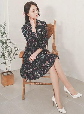 粉晶花丝带系连衣裙