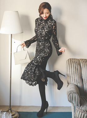 缎面皱褶领蕾丝连衣裙