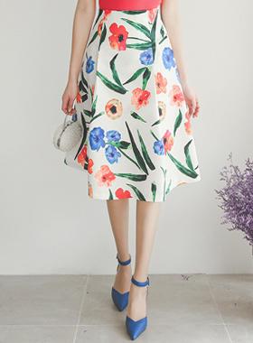鲜艳大花绸缎裙子