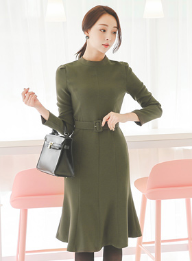 现代女按摩师美人鱼线条连衣裙