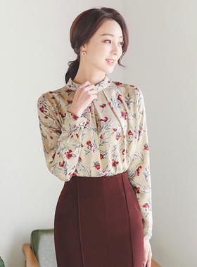 玫瑰图案针褶裥颈部女人衬衫