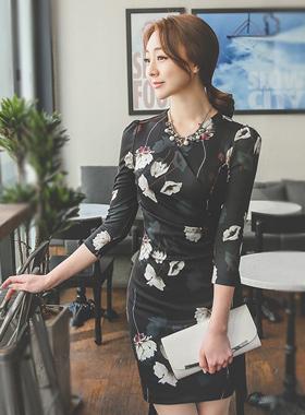 白色花剪连衣裙