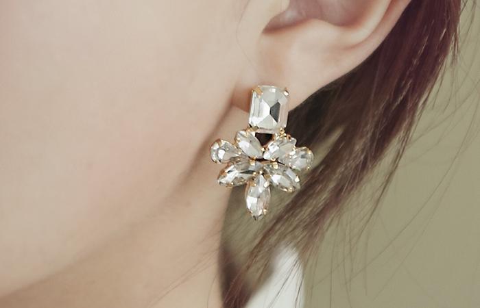 波阿斯立方体耳环