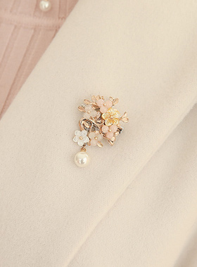 手工制作的珍珠母贝花