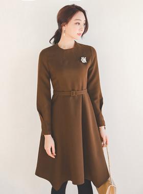 漏斗领腰带喇叭连衣裙
