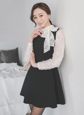 伊莎贝尔皱纹蕾丝围巾喇叭连衣裙