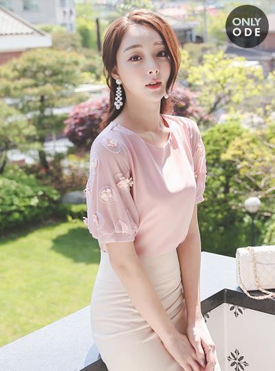 花瓣圆领女衬衫