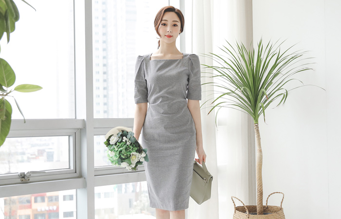 侧纽 品齐褶皱 方领 连衣裙(半袖)