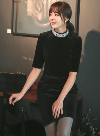 奢华裙珠颈丝绒连衣裙