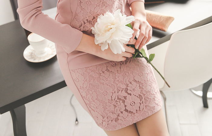 洛桑蕾丝配色连衣裙
