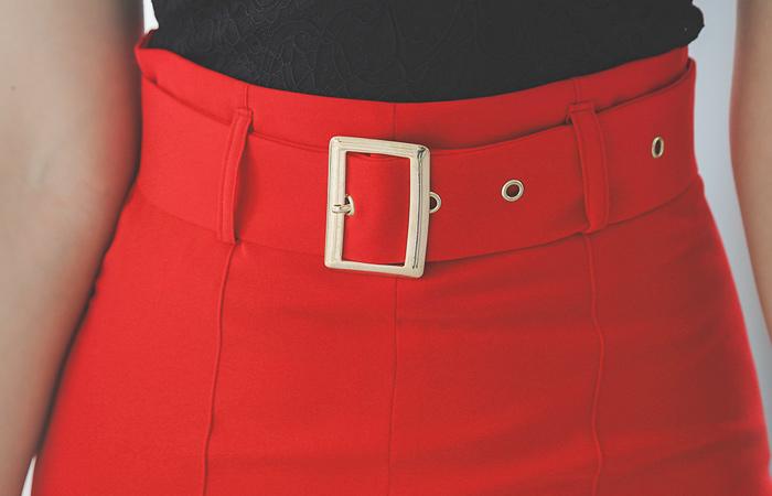 饰边 侧线开衩 金色带扣 束带 高腰裙