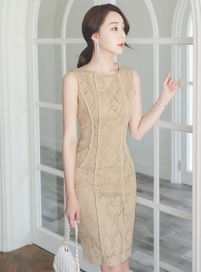 侧偏蕾丝连衣裙