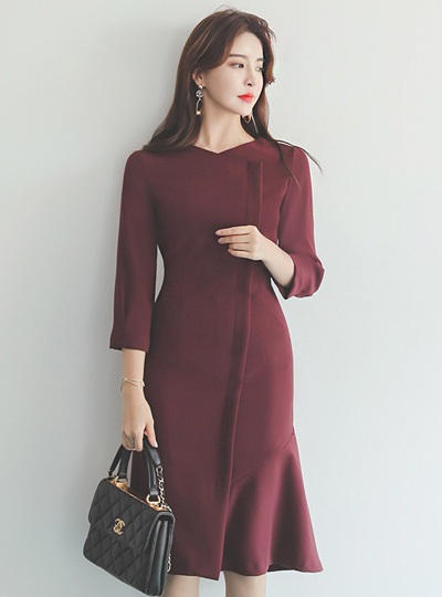 斜线 开叉 荷叶边线条 泡泡袖 连衣裙