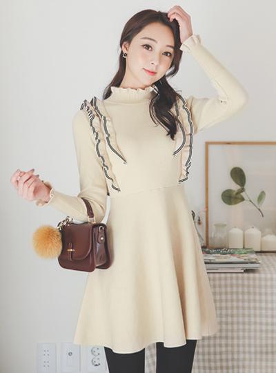 可爱配色线褶皱喇叭针织连衣裙