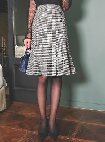 黑白格子 侧纽 扣子 三角襟 裙子